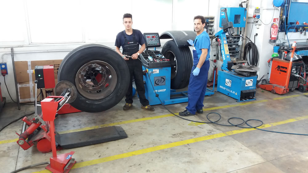 Tire: Personal Mechanical workshop of the Rental Rimini